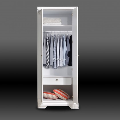 Veronica White Wardrobe Series
